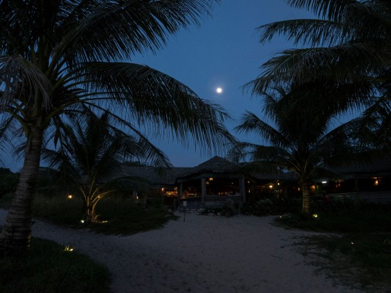 Lazy Beach full moon